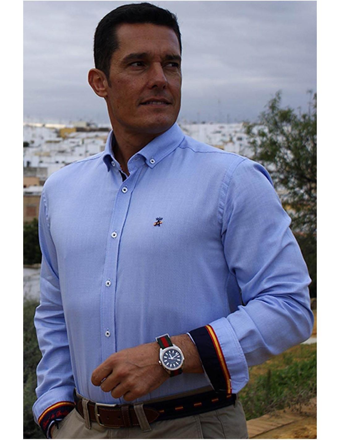 Camisa de hombre celeste con detalles de la bandera de España 8b63cb39363