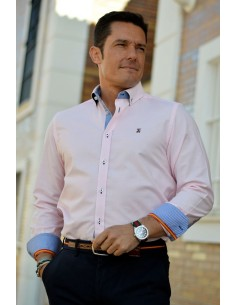 pink man shirt with details of the flag of Spain