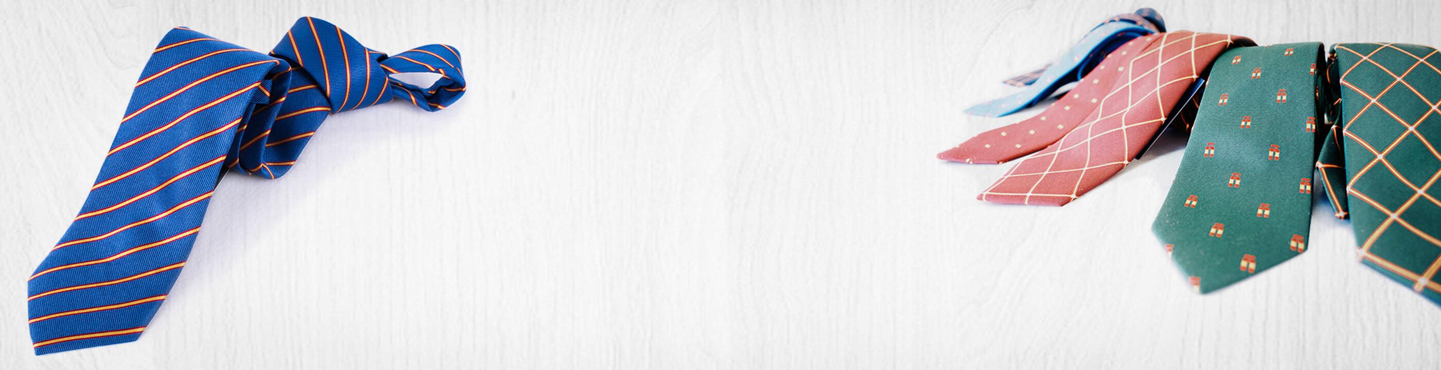 La mayor colección de Corbatas de caballero, HOMBRE con la Bandera de España en seda natural. Escarapelas, Mástiles, Bandera España, Náuticas, Orden militares, Cruz de Santiago, toreras, etc..
